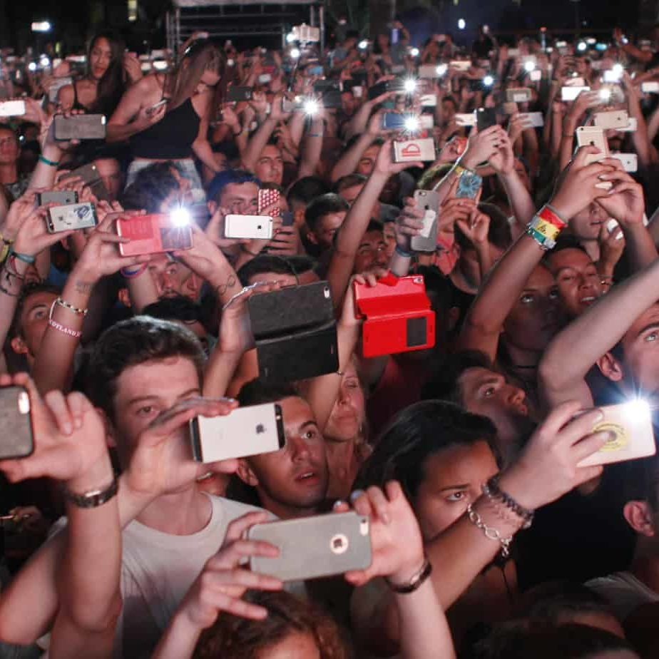 people-night-concert-hands-crowd-crowd-selfie-mobile-phone-group-phone-phone-photograph-mobile-photo_t20_a8YYK6